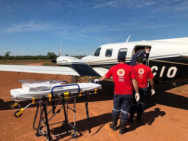 Criança foi transferida em UTI aérea — Foto: Ciopaer/Divulgação