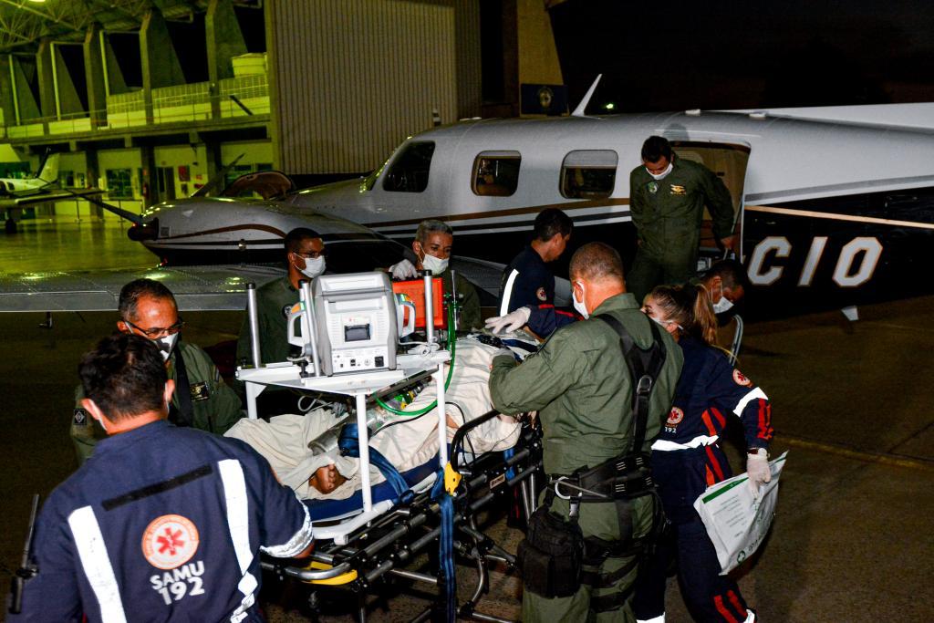 Chegada do primeiro paciente transferido pela UTI aérea - Foto por: Tchélo Figueiredo - SECOM/MT