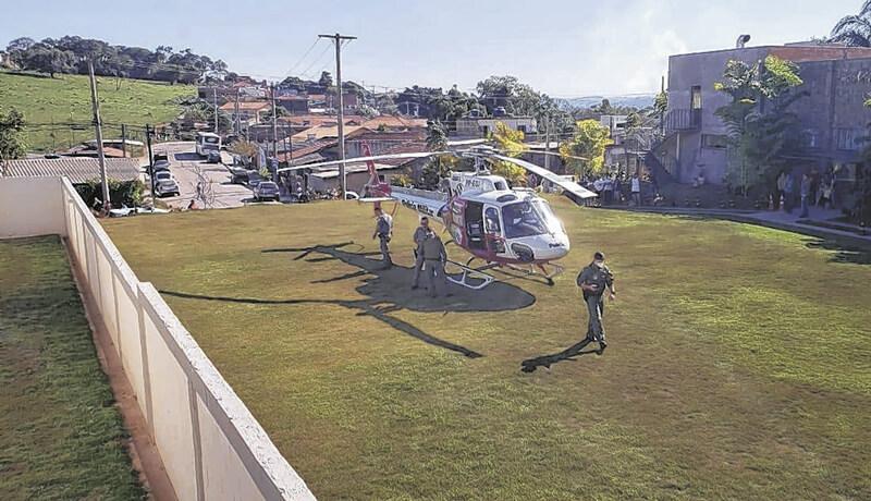 Médicos do helicóptero Águia da Polícia Militar prestaram socorros ao garoto. (Foto: Reprodução)