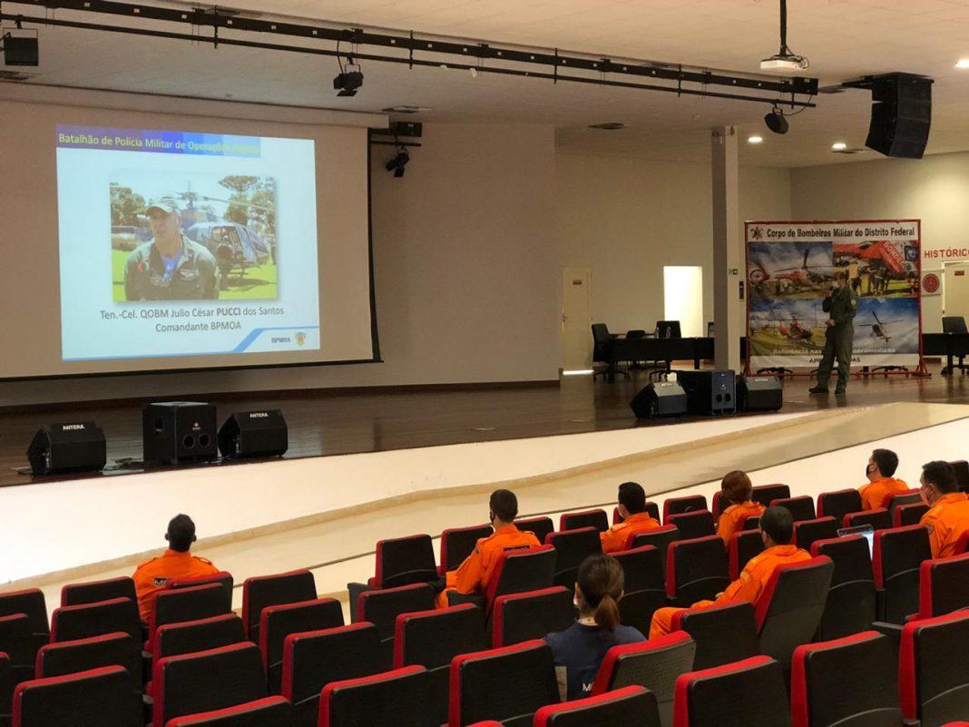 Operadores do BPMOA fazem treinamento com aeronave para Grupamento Aéreo do Corpo de Bombeiros do Distrito Federal - Foto: BPMOA