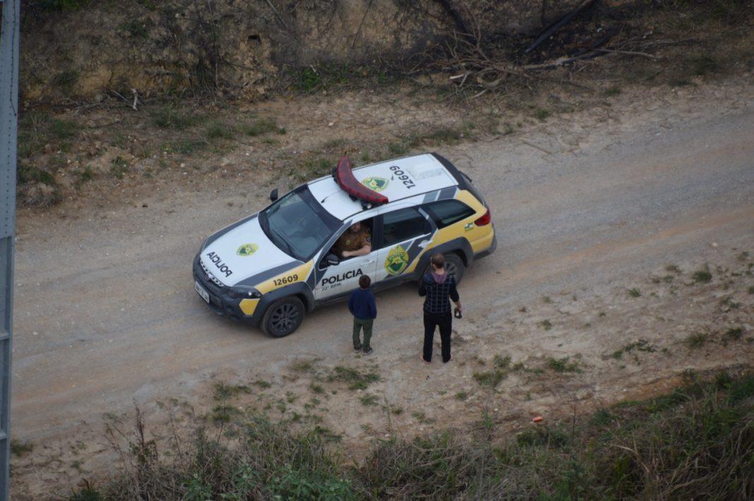 Criança e pai desaparecidos em matagal na RMC são resgatados pela PM - Foto: 22º BPM