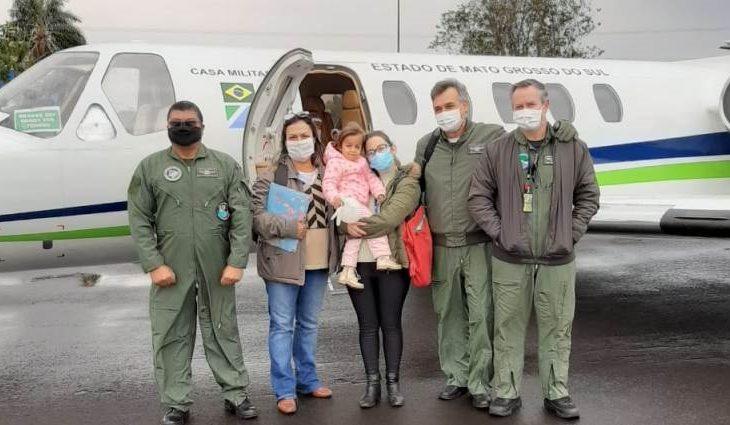 Em mais uma missão pela vida, homens da Casa Militar do Governo do Estado levaram uma menina de quatro anos para a realização de exames no Hospital Samaritano em São Paulo (SP) - (Foto: SECOM GOV MS)