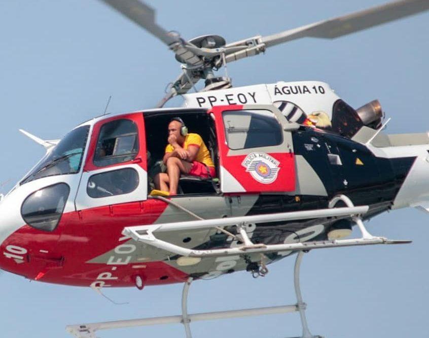 CAvPM/SP apoia GBMar no resgate de duas pessoas na Praia das Pintangueiras