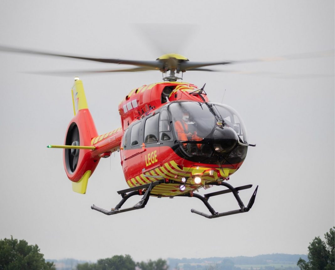 A Norwegian Air Ambulance recebeu o primeiro Airbus H145 de cinco pás. Foto Airbus / Celian Baudiun