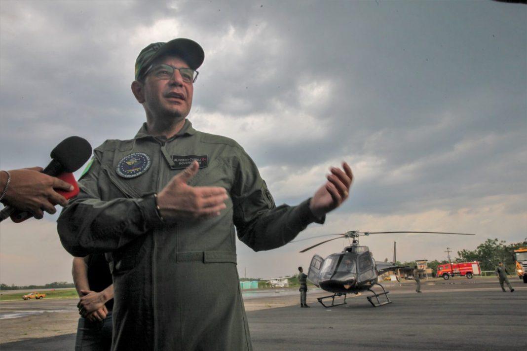 Governador explicou que o helicóptero facilitará o dia a dia na administração do estado Foto: Odair Leal/Secom