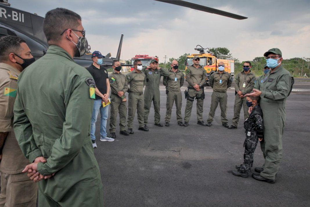 Governador Gladson Cameli esteve no aeroporto para a chegada do Harpia 04 Foto: Odair Leal/Secom