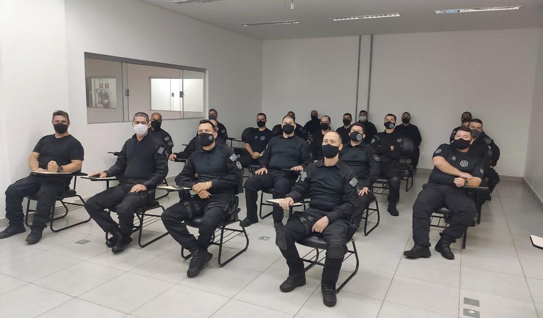integrantes do CIR e policiais dividiram conhecimentos em sala de instrução