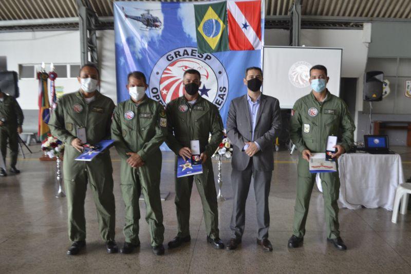 Secretário Ualame Machado e um grupo de agentes do Graesp concluintes do treinamento