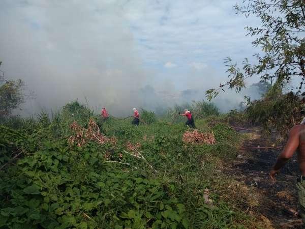 Corpo-de-Bombeiros-e-Ciopaer-da-SSPDS-atuam-no-combate-a-incendio-no-Dias-Macedo-2-600x450-1