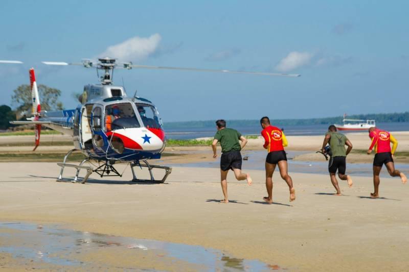 Os socorristas agiram rápido e salvaram a vida da banhista na Praia do Atalaia