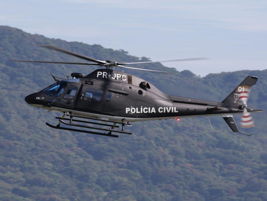 O novo AW-119KX da PCRJ, pousando em Navegantes (SC), na última escala técnica antes de prosseguir para POA (Foto: Juliano Damásio).