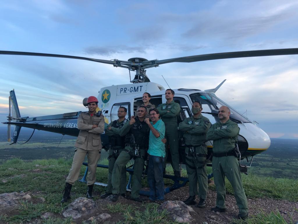 Um idoso, de 66 anos, foi resgatado nesta quinta-feira (11) do alto do Morro de Santo Antônio, no município de Santo Antônio do Leverger, a 35 km de Cuiabá, depois que fez a subida no ponto turístico e se perdeu — Foto: Ciopaer/MT