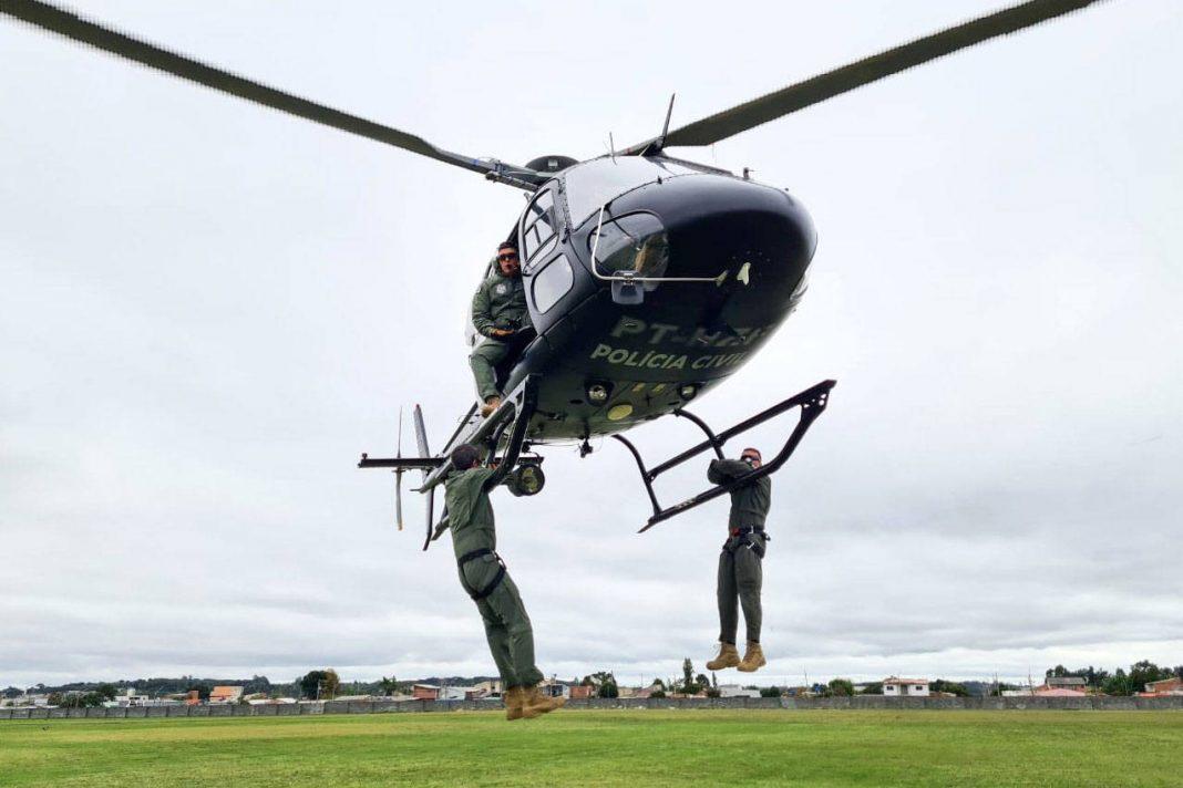 A Polícia Civil do Paraná (PCPR) realizou um treinamento de nivelamento aerotático para policiais civis, entre segunda-feira (3) e sexta-feira (7), em Curitiba. Ao todo, 25 servidores participaram da capacitação, ministrado pelo Grupamento de Operações Aéreas da PCPR. - Curitiba, 07/05/2021 - foto: Polícia Civil do Paraná/SESP/PR