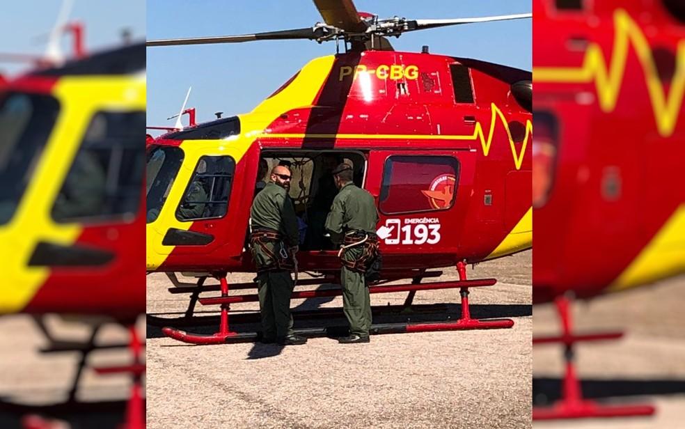 Criança atacada por jacaré é transportada de helicóptero para Goiânia — Foto: Divulgação/Corpo de Bombeiros