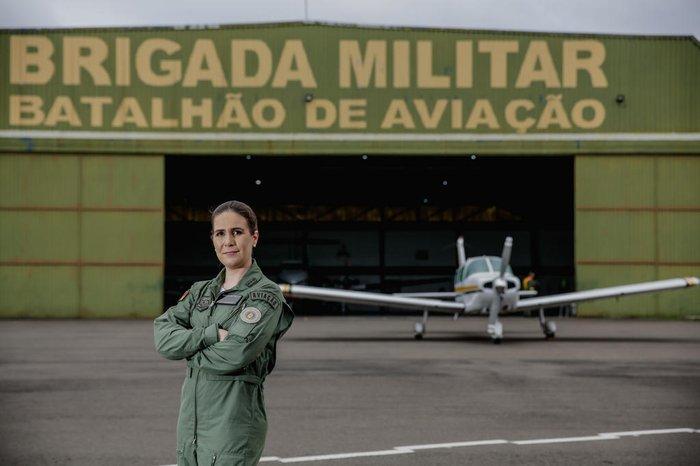 Capitã Mariana no hangar da BM no aeroporto Salgado Filho Marco Favero / Agencia RBS